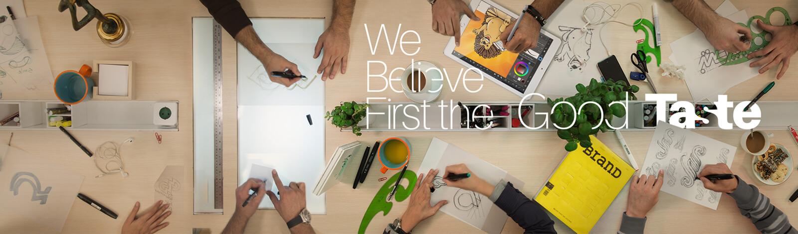 میز کار طراحان شرکت تبلیغاتی الف، طراحی هویت بصری، طراحی لوگو، طراحی لوگوتایپ، طراح یست اداری، طراحی اوراق اداری